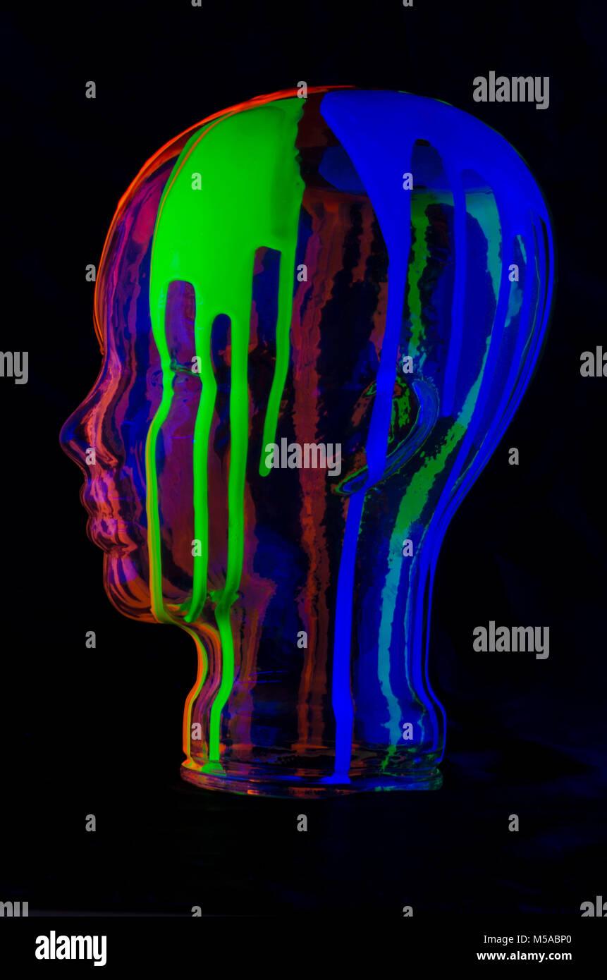 Bunte Farben, die einem menschlichen Kopf Stockbild