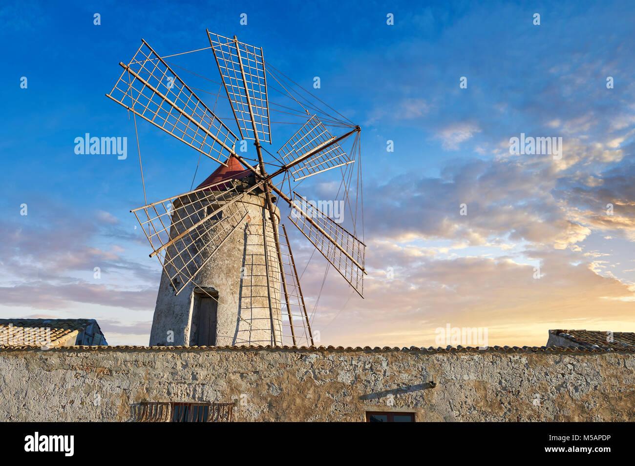 Fotos & Bilder von Nubien Salinen Museum und Nubien Wind Mill, World Wildlife Reserve von Saline di Trapani Stockbild