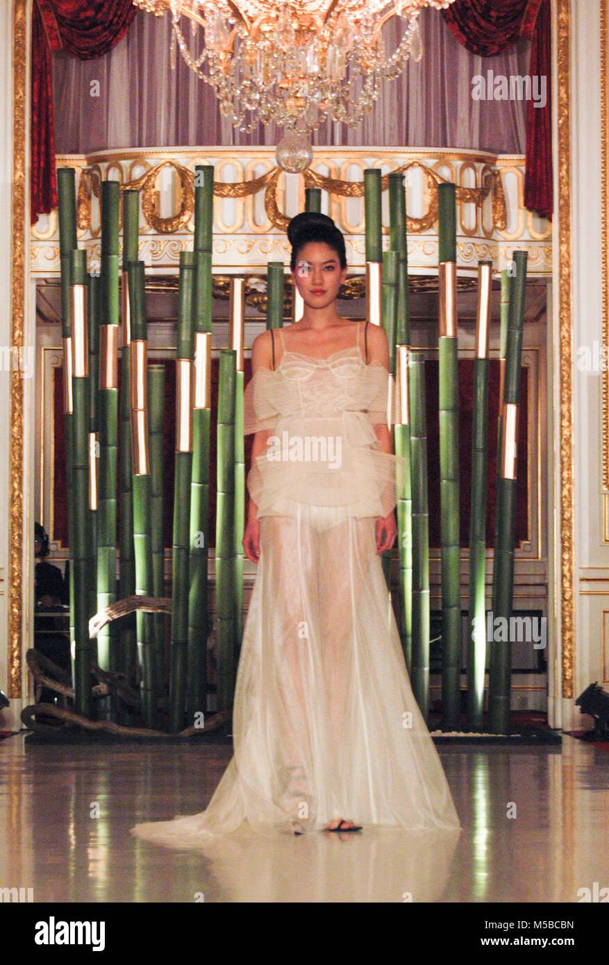 Erfreut Designer Asiatische Kleider Hochzeit Fotos - Brautkleider ...