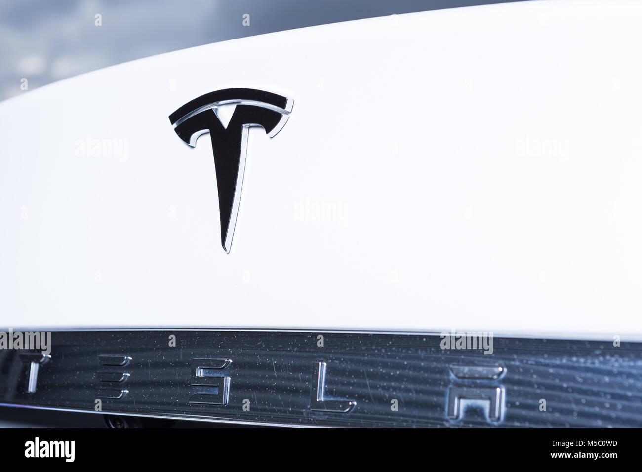 Zuruck Von Tesla Auto Mit Original Logo Und Namen Wie Elektroautos