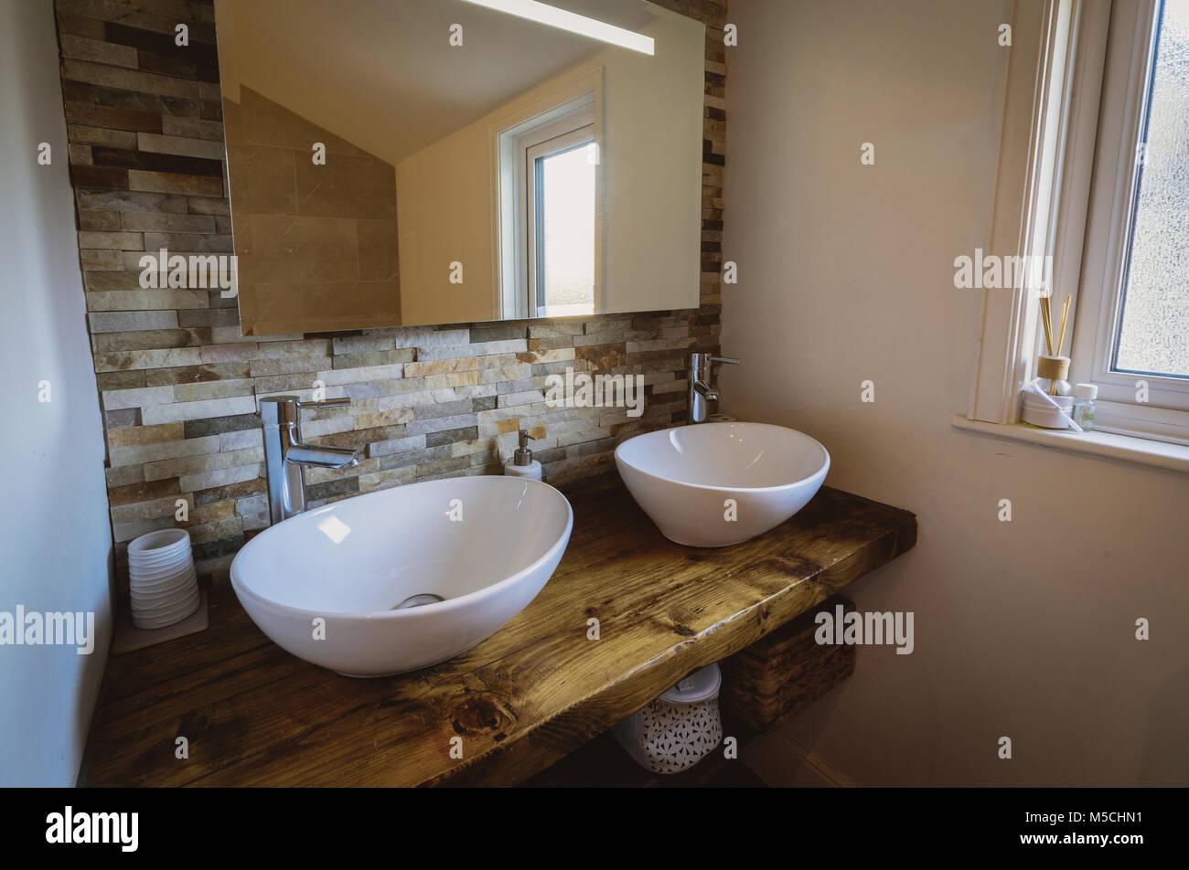 Waschbecken In Rustikal Aber Moderne Badezimmer Stockfoto Bild