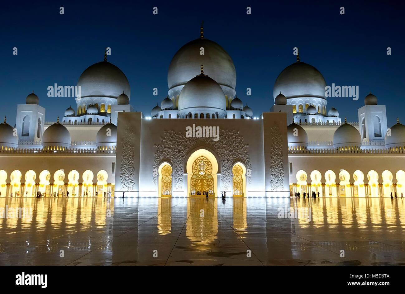 Scheich Zayid Moschee bei Nacht, Abu Dhabi, Vereinigte Arabische Emirate Stockbild