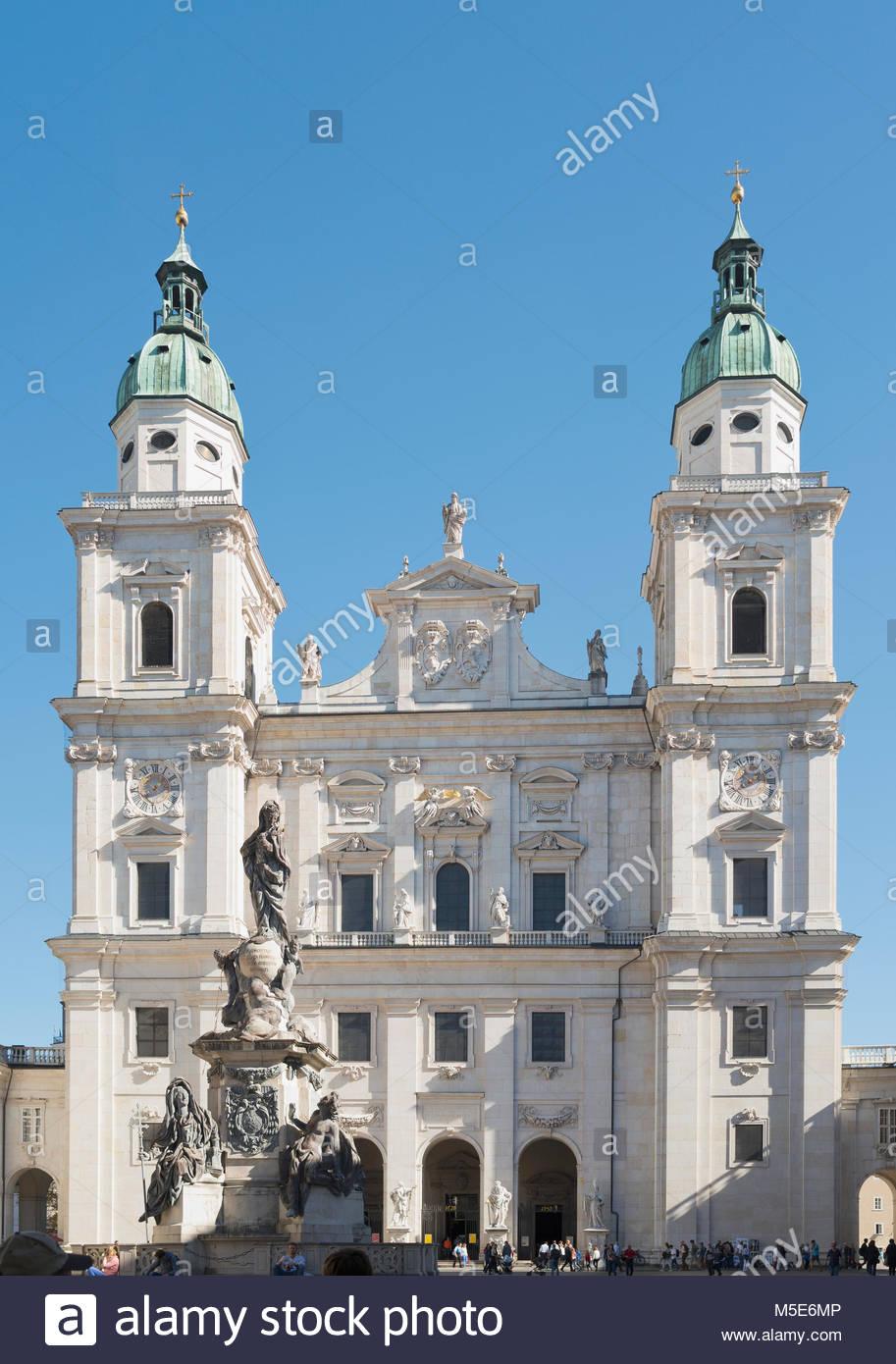Salzburger Dom Kirche Domplatz Österreich Dom Stockbild