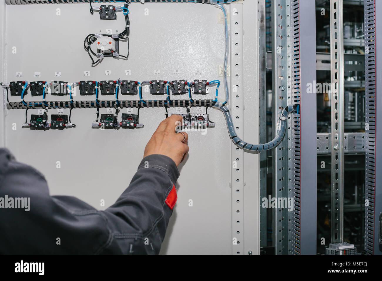 Fantastisch Niederspannungs Kabelstecker Galerie - Elektrische ...