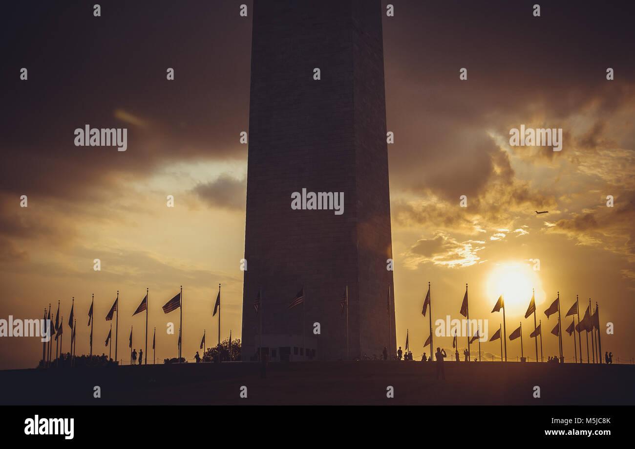 Washington Monument bei Sonnenuntergang Himmel, DC, USA Stockbild