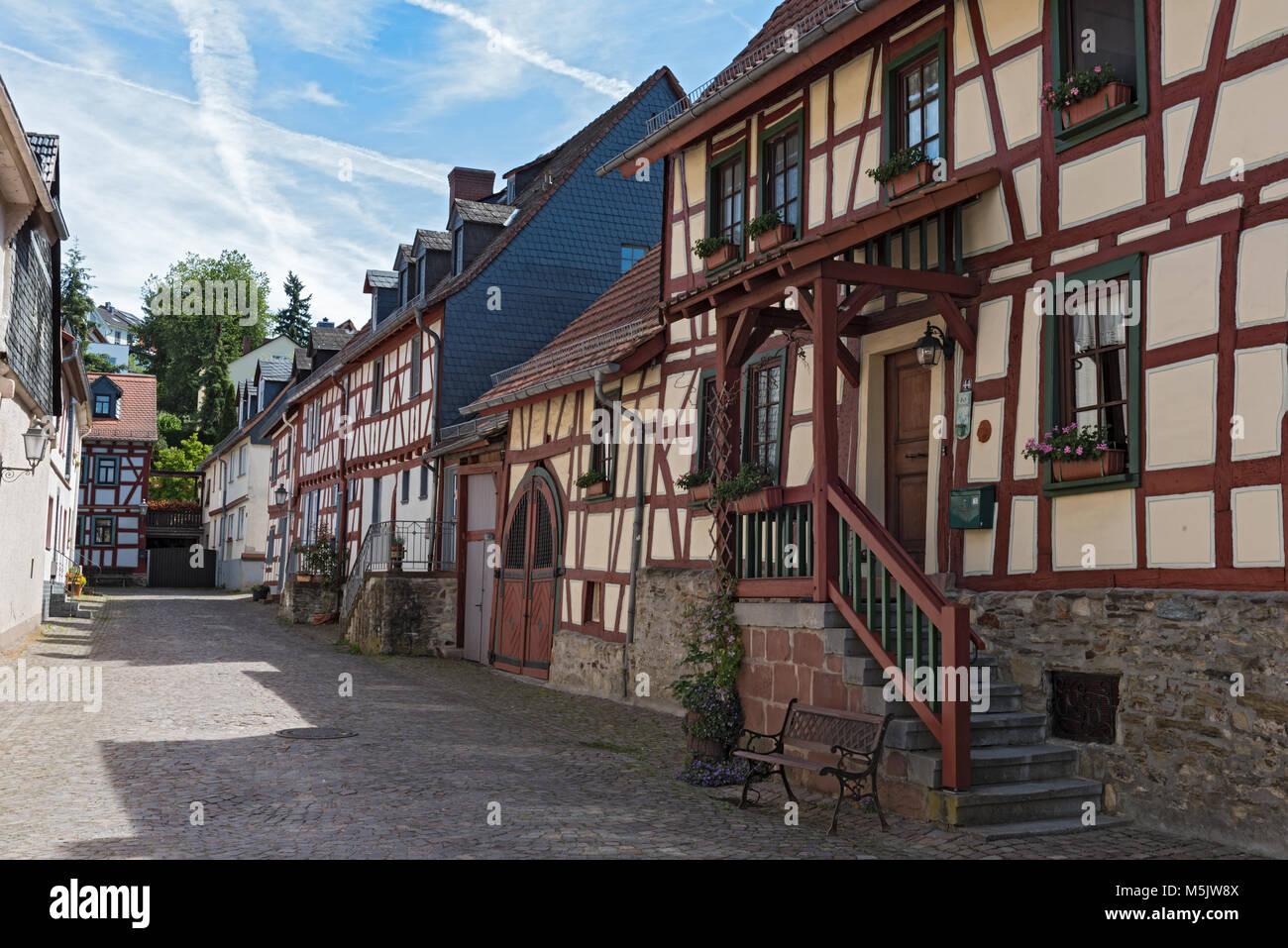 Kleine Gasse mit Fachwerkhäusern in der Altstadt von Idstein, Hessen, Deutschland Stockbild