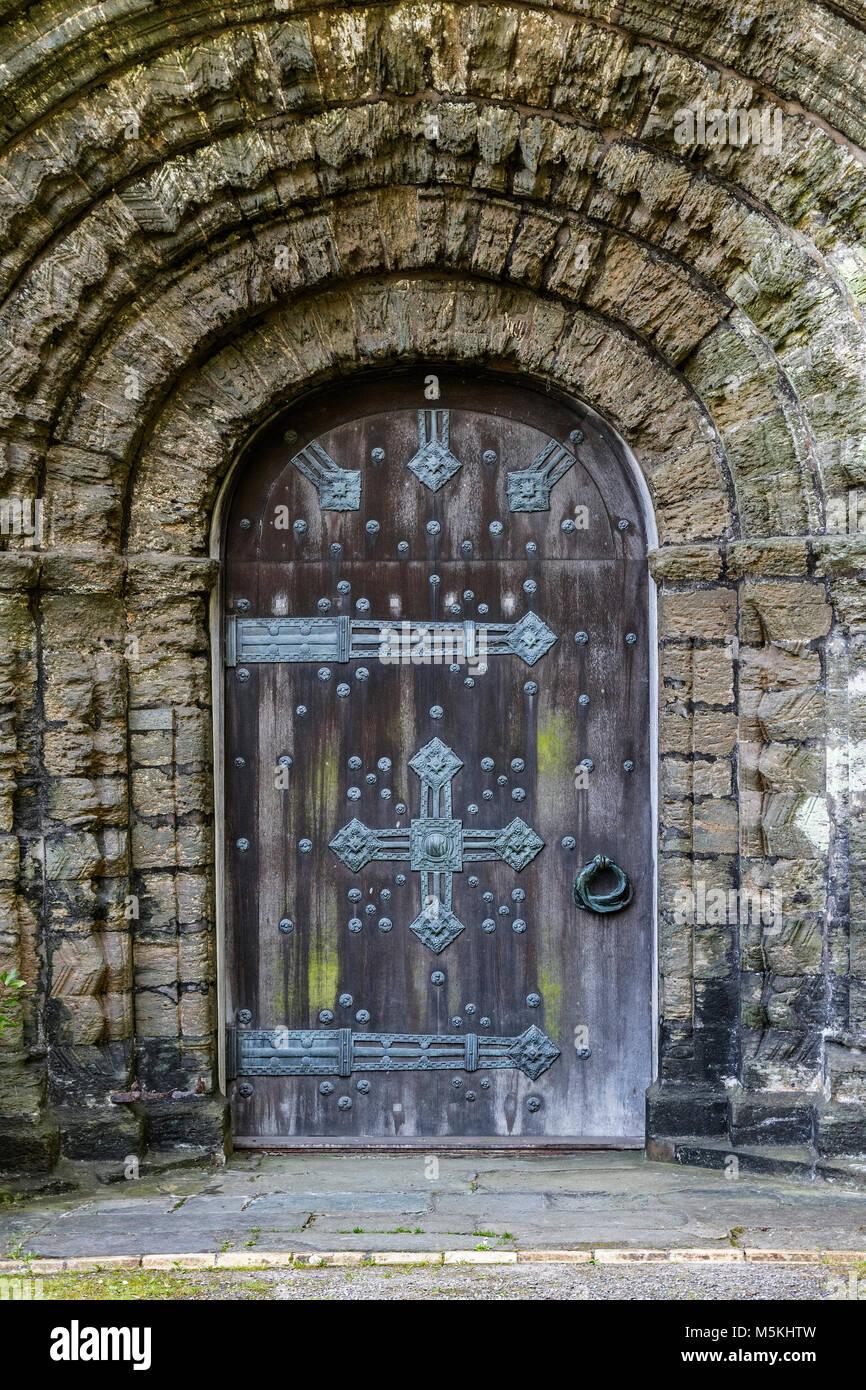 12. Jahrhundert normannische Architektur Tür Tor im st. Die deutschen Priorat, Cornwall, England, Großbritannien, Stockbild