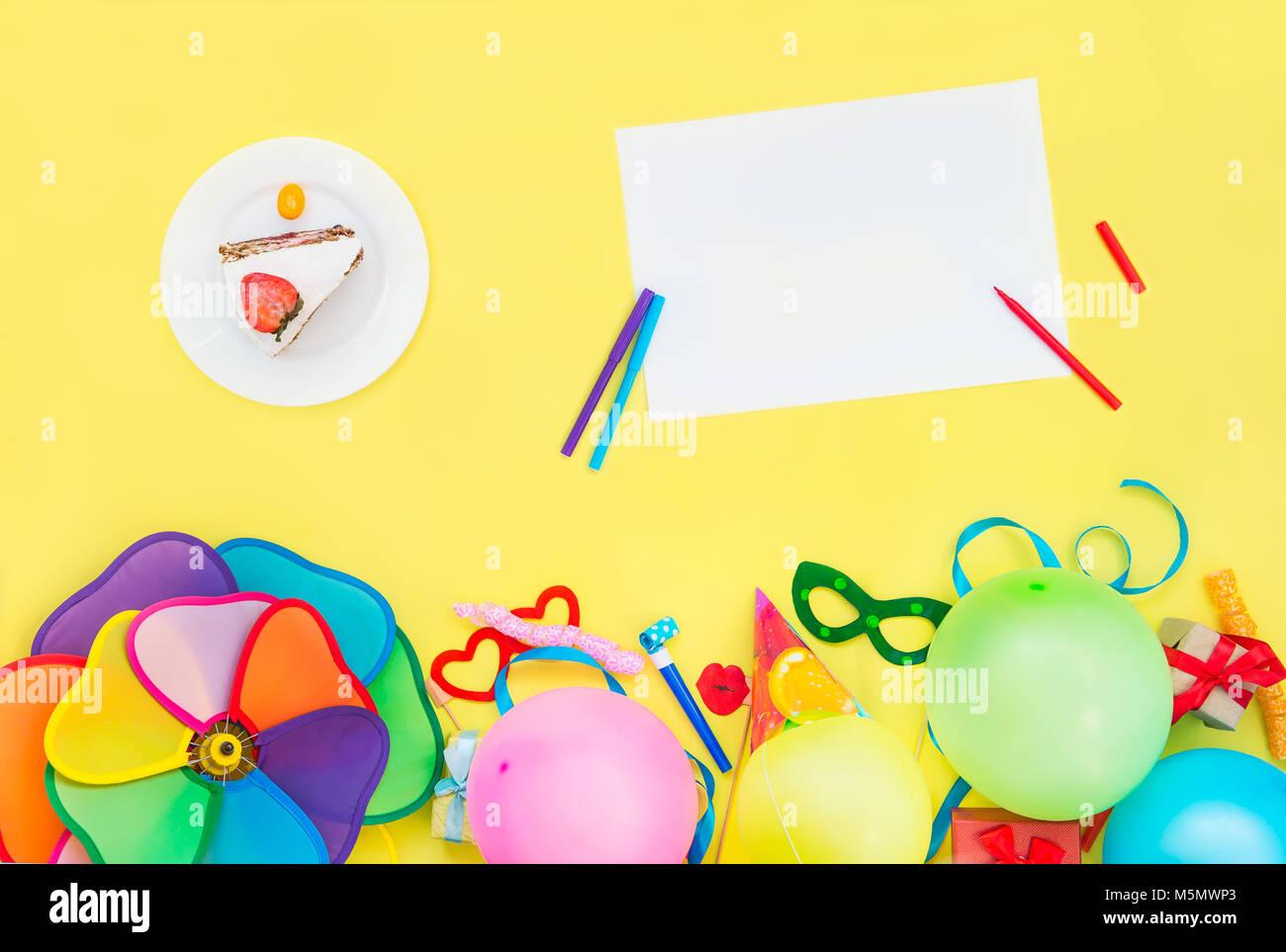 Heller Gelber Hintergrund Mit Festlichen Kuchen, Leer, Leer, Party Tools  Und Dekoration