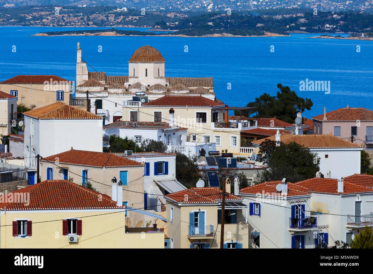 Eine der größten Kirchen in Spetses Village, Griechenland. Stockbild