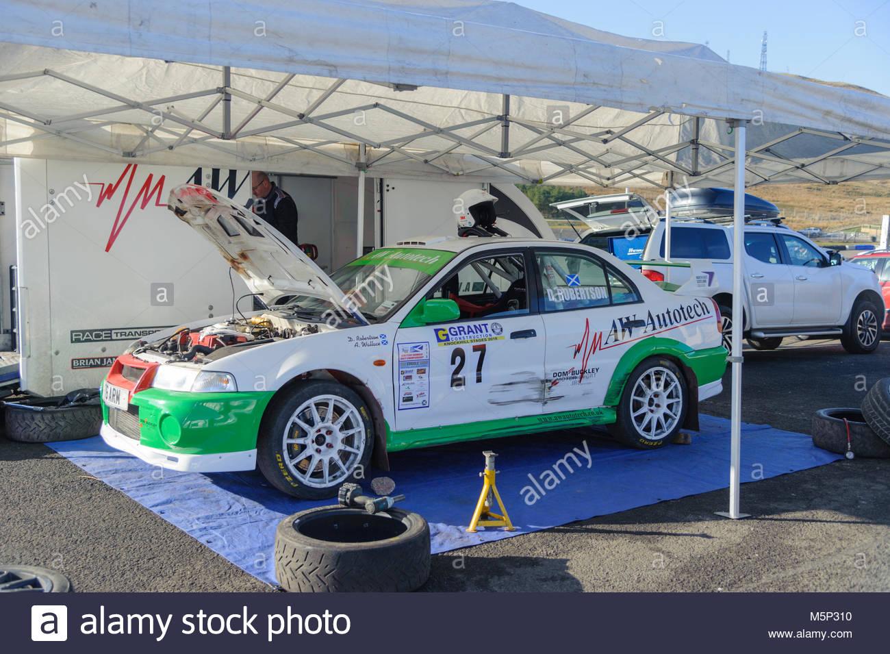 Dunfermline, UK. 25. Februar, 2018. Mitsubishi Lancer Evo in der Koppel während der Zuschuss Bau Rallye an Stockbild