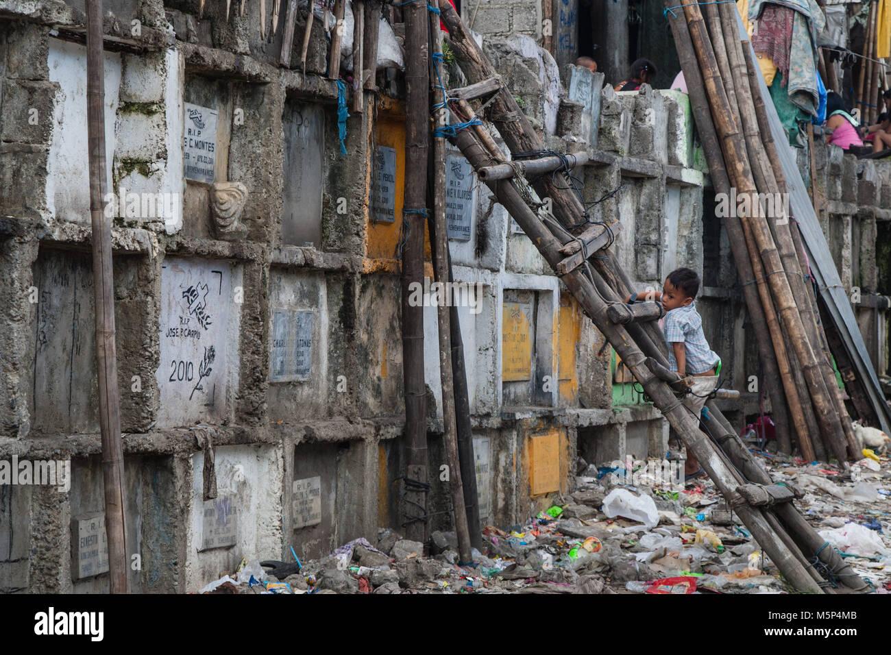 Navotas, Manila, Philippinen. 7. Apr 2015. Kinder in der navotas ...