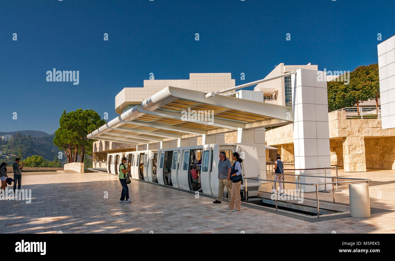 Getty Center Tram Station bei der Ankunft Plaza, in Brentwood, Los Angeles, Kalifornien Stockbild