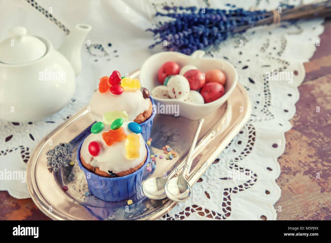 Ostern Kuchen Mit Puderzucker Und Marmelade Dekoration Und Karamel