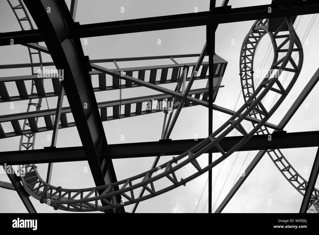 Gebogene Metall Struktur in der Stadt New York Stockbild