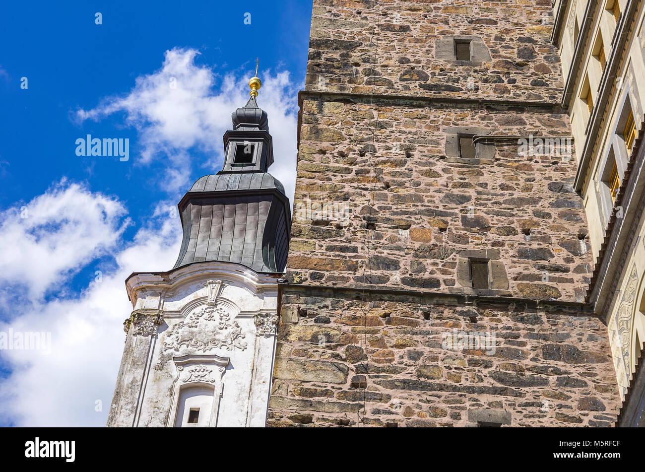 Klatovy, Tschechien - südlichen Turm der Jesuitenkirche und Black Tower. Stockbild
