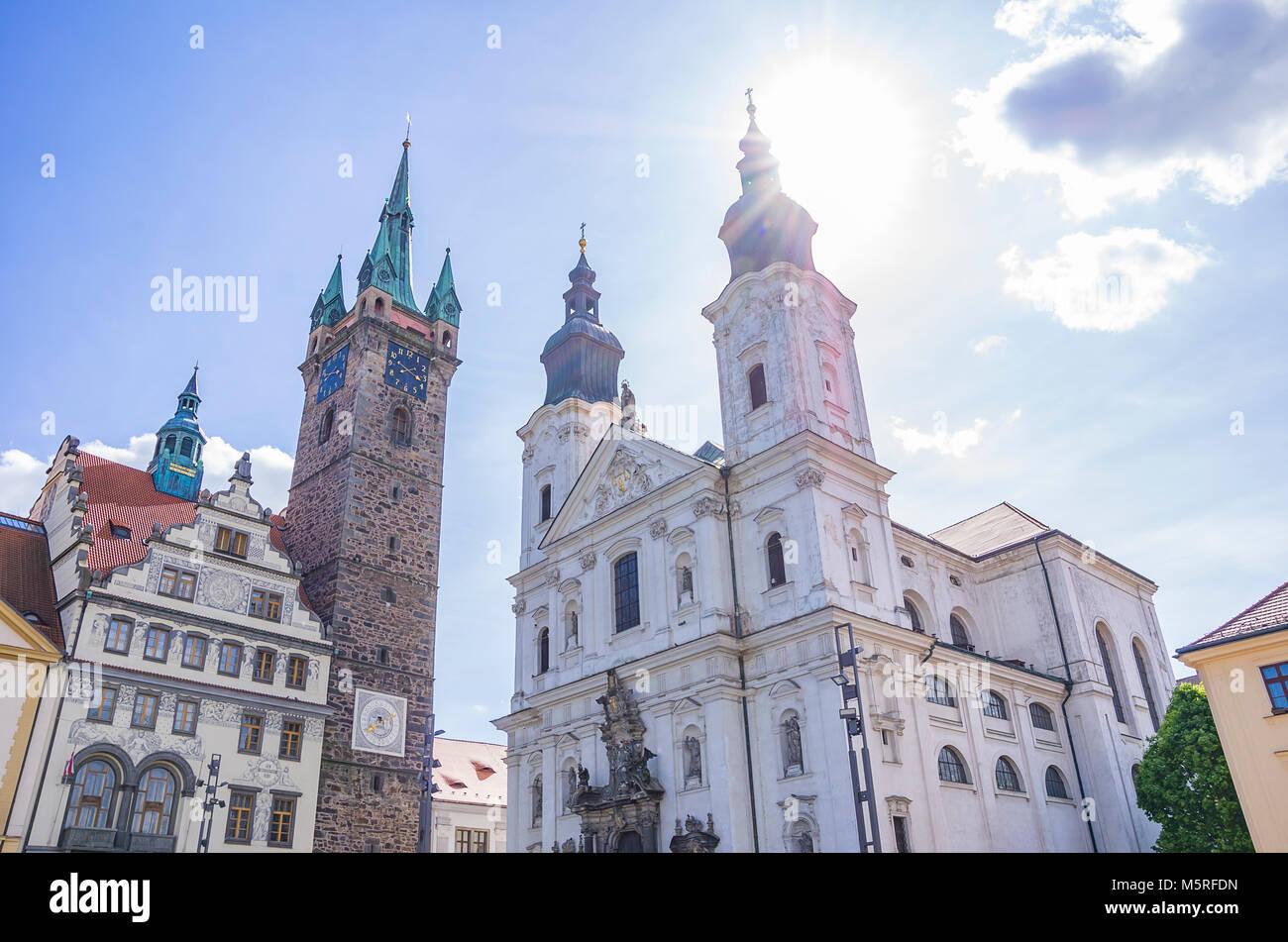Klatovy, Tschechien - Altes Rathaus, Schwarzen Turm und Jesuiten Kirche der Unbefleckten Empfängnis der Jungfrau Stockbild
