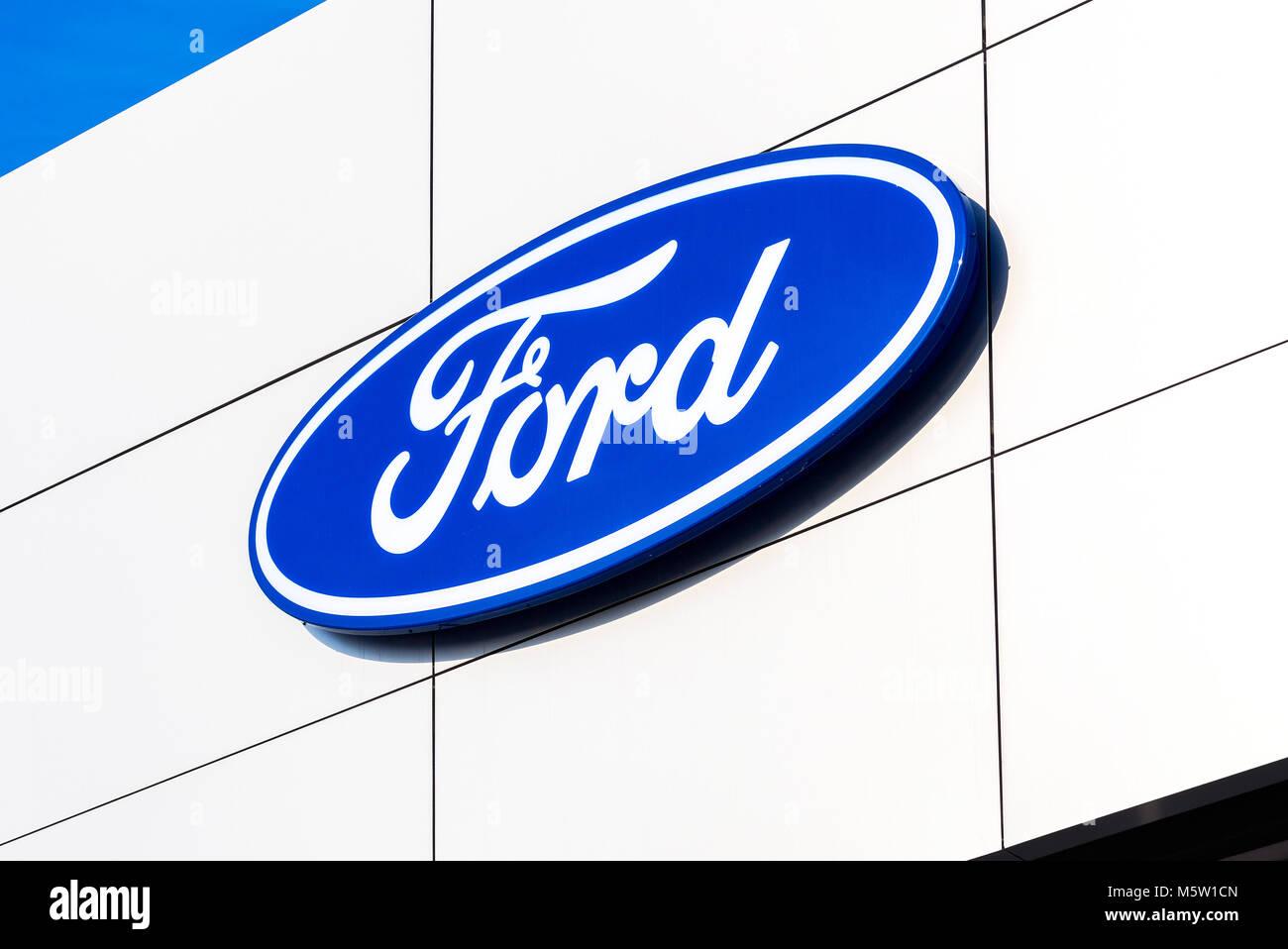 Samara, Russland - 24. Februar 2018: Händler anmelden Ford auf das Amt des offiziellen Händler. Ford Motor Stockbild