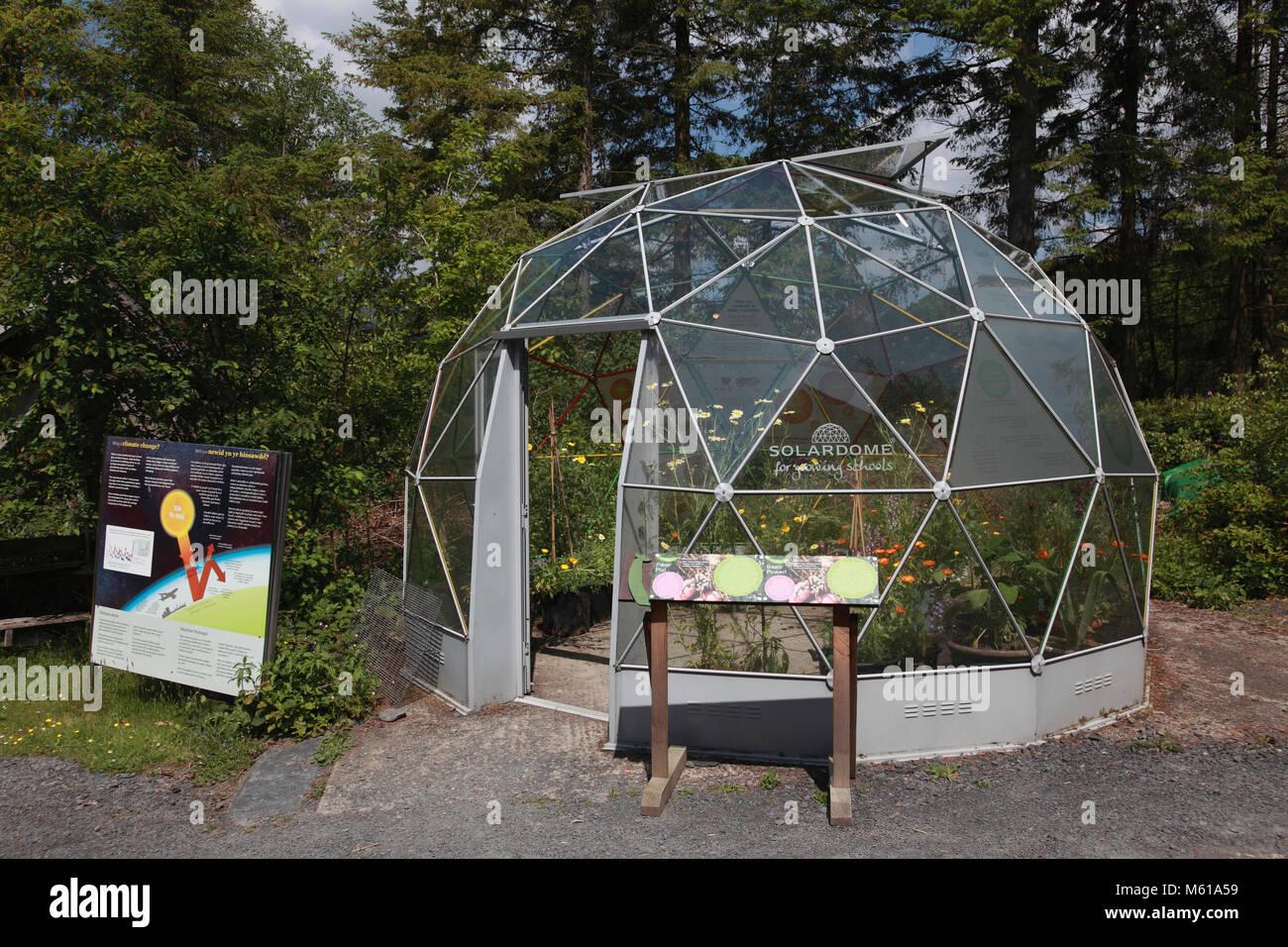 Die Geodäsiehaube solar Kuppel im Zentrum für Alternative Technologie, Petworth Stockbild