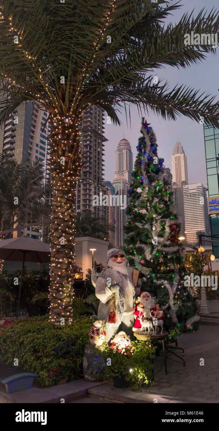 Weihnachtsschmuck an der Dubai Marina, Vereinigte Arabische Emirate, Naher Osten. Stockbild