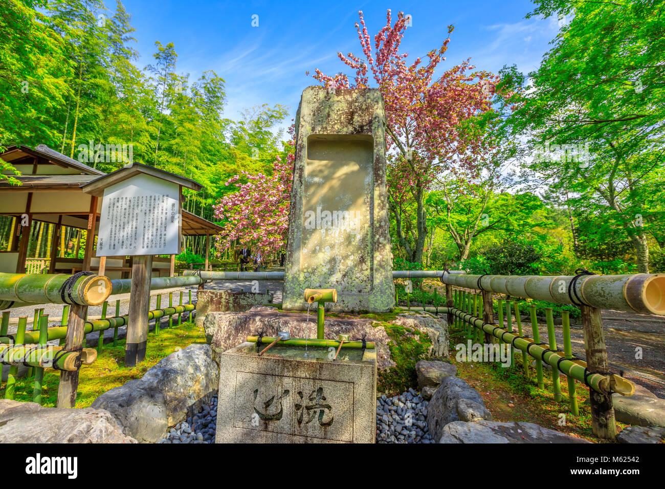 Kyoto, Japan   27. April 2017: Brunnen In Der Hyakka En Garten