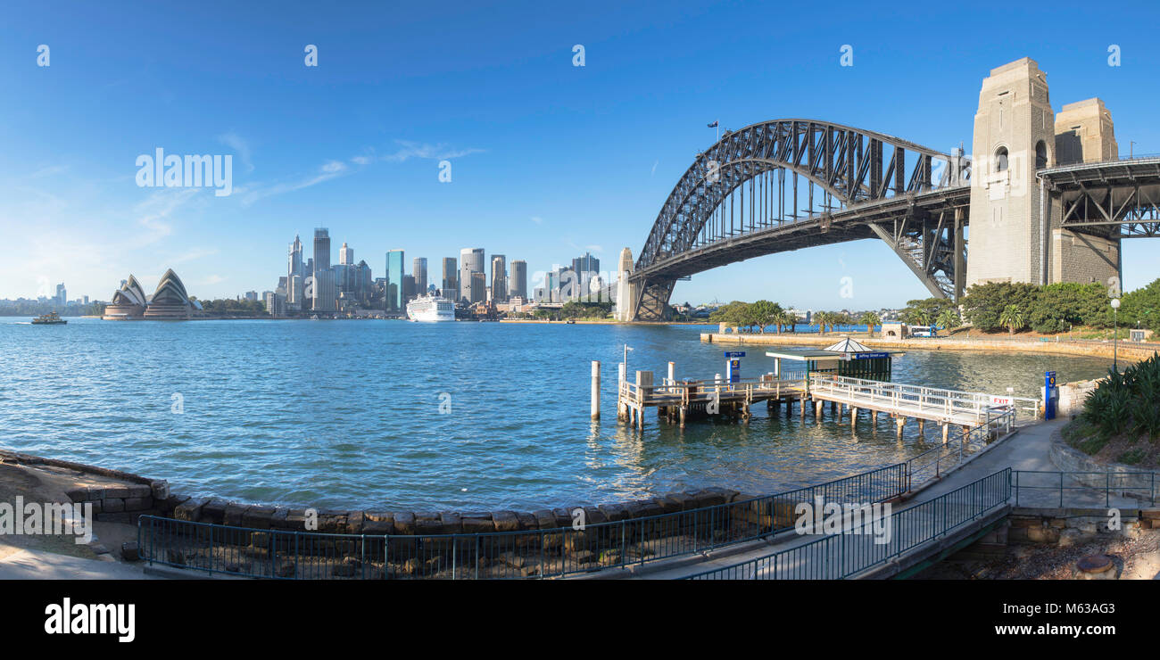 Die Sydney Harbour Bridge und die Skyline von Sydney, New South Wales, Australien Stockbild