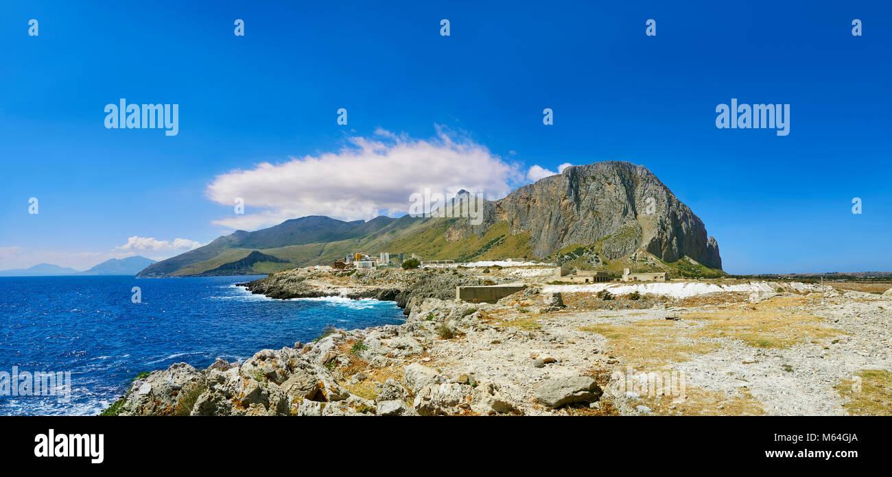 San Vito Lo Capo penninsular gegen Zingaro Naturpark und Castelmare del Golfo, Sizilien Stockbild