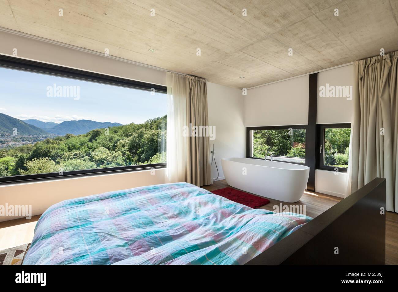 Moderne Villa, Interieur, Schlafzimmer mit Badewanne ...