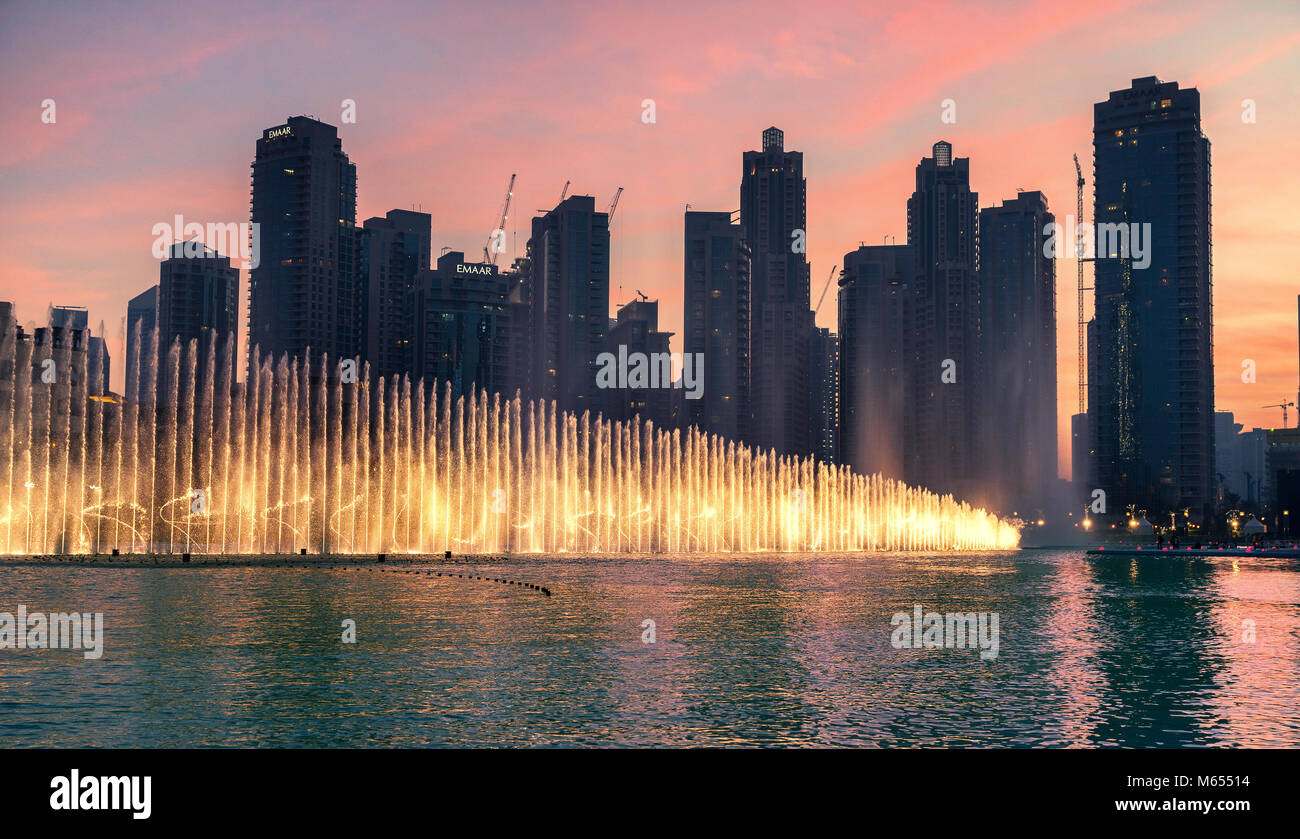26. Dezember 2017 - Dubai, UAE. Eine fesselnde Wasser, Musik und Licht Spektakel in der Innenstadt von Dubai. Stockfoto