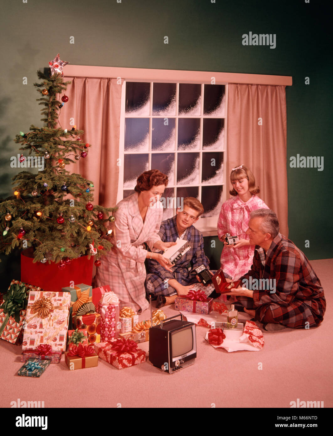 1960er Jahre Mann Frau Mutter Vater zwei Teenager JUNGE MÄDCHEN SOHN ...