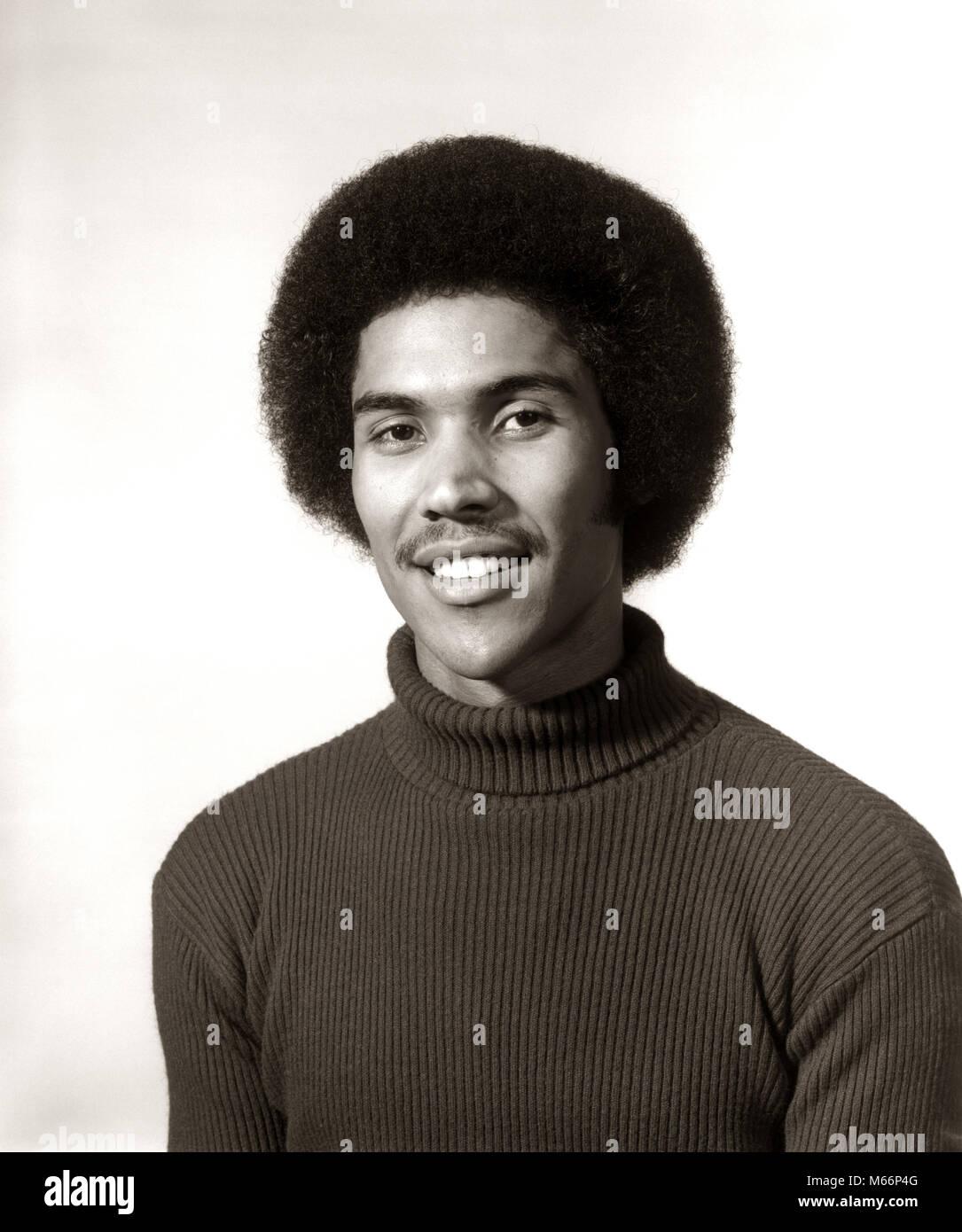 1970 S 1975 Lächelnde Afrikanische Amerikanische Mann