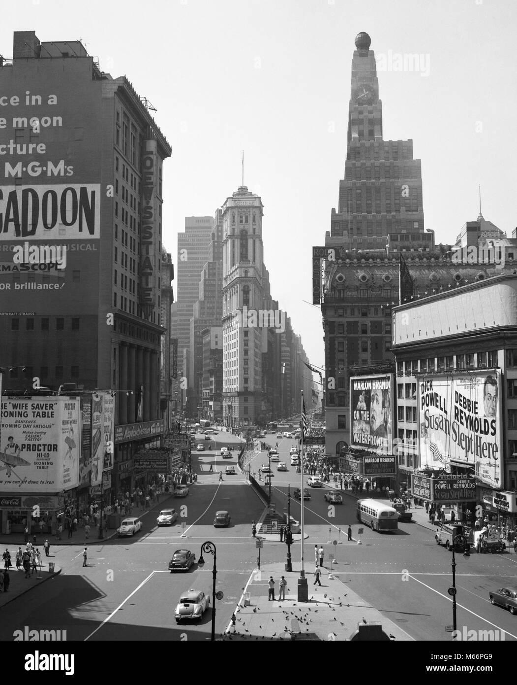 1950 TIMES SQUARE NEW YORK CITY IM SÜDEN VON DUFFY SQUARE NEW YORK USA-r 3639 Mai 001 HARS AUTOS AUFREGUNG Stockbild