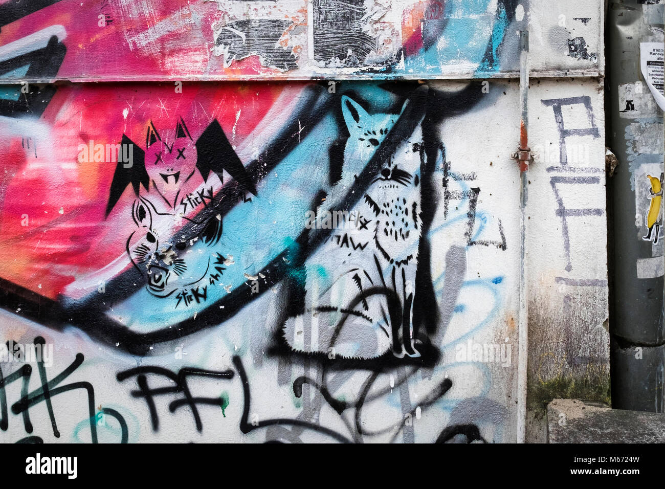 graffiti street art berlin tags stockfotos graffiti street art berlin tags bilder alamy. Black Bedroom Furniture Sets. Home Design Ideas