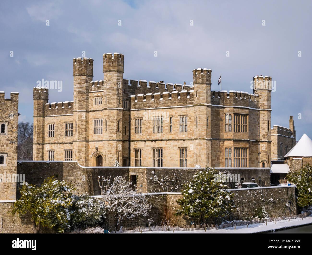 """Winter Szenen in Leeds Castle, Kent, Großbritannien als """"das Tier aus dem Osten' Schnee Sturm schlägt Stockbild"""