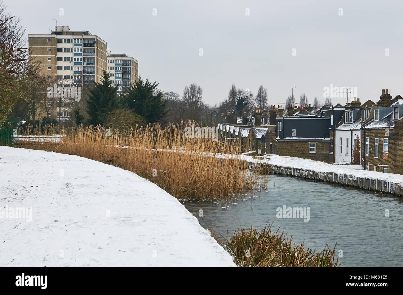 Die neuen River in der Nähe von Finsbury Park, North London, Großbritannien, in den kalten Wetter von Stockbild