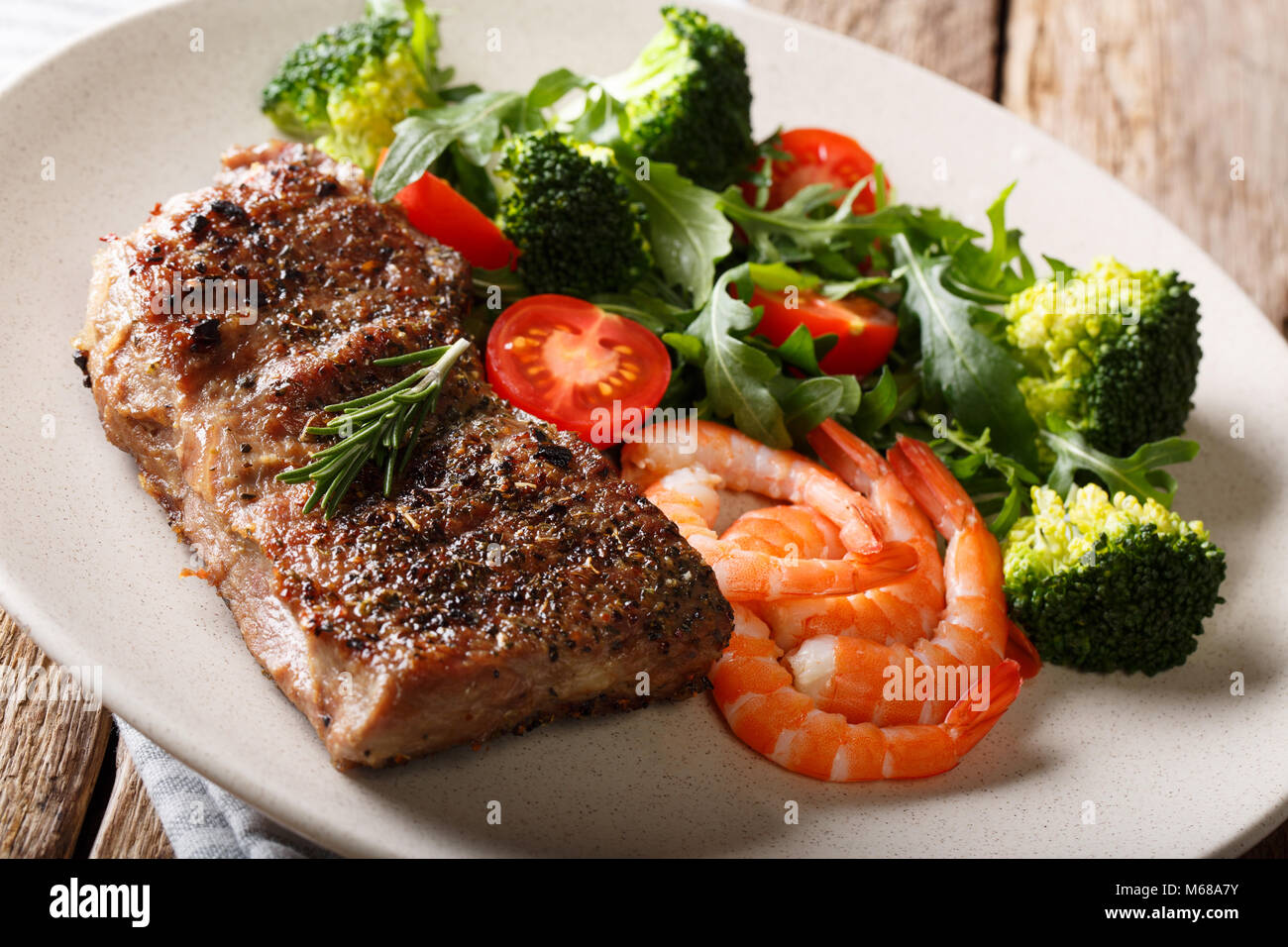 beef steak and broccoli stockfotos beef steak and broccoli bilder alamy. Black Bedroom Furniture Sets. Home Design Ideas
