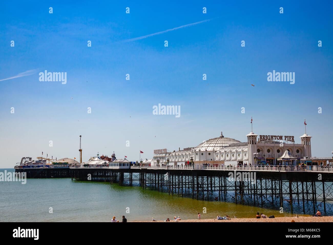 BRIGHTON, UK-Jun 5, 2013: Blick auf die Brighton Palace Pier, die gemeinhin als die Brighton Pier oder der Palace Stockbild