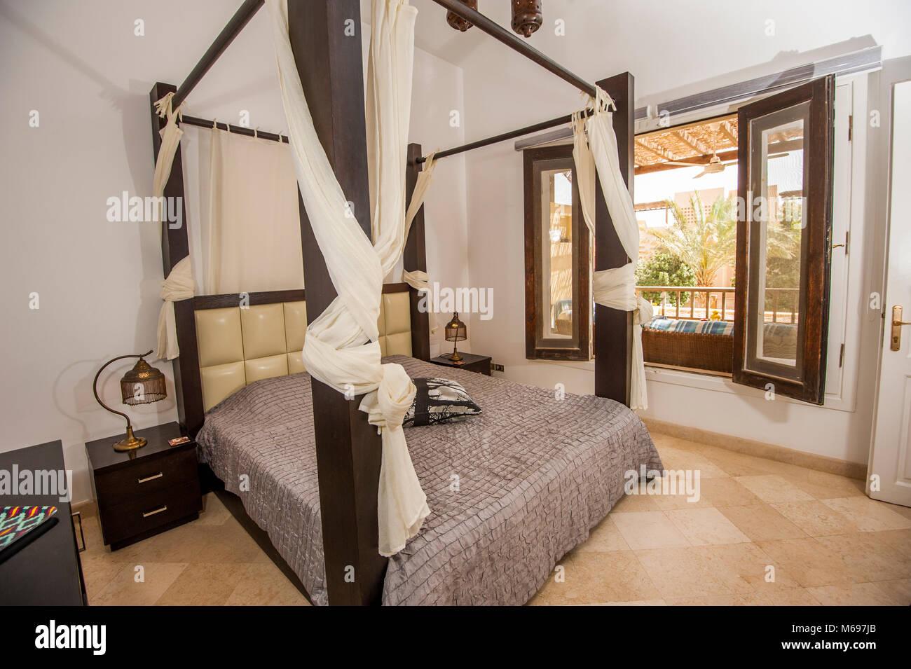Interior Design Einrichtung Einrichtung Von Luxus Zeigen Home Tropical  Villa Schlafzimmer Mit Himmelbett Und Gartenblick
