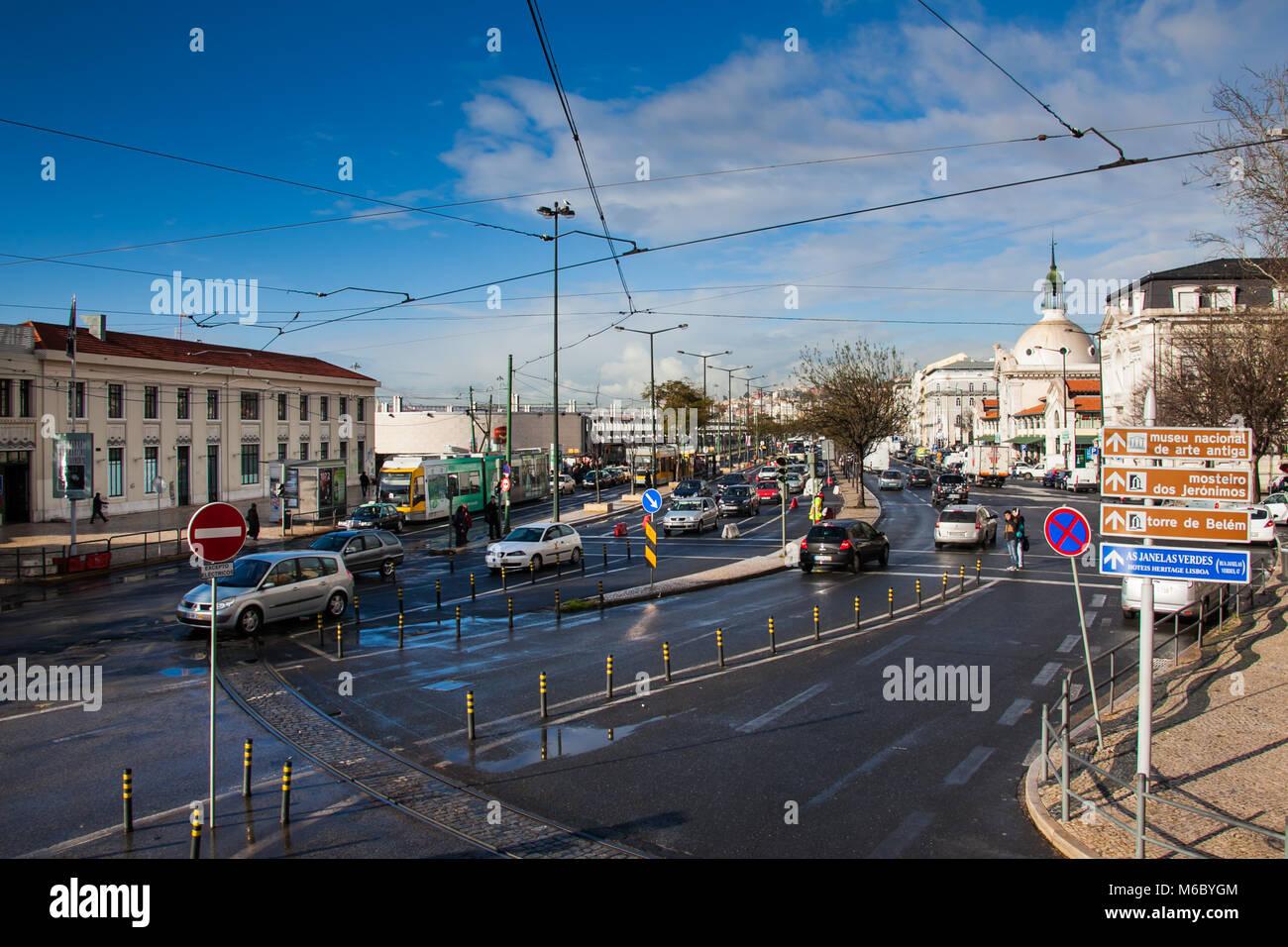 Lissabon, Portugal - Januar 27, 2011: Verkehr in der Nähe des Barrio Alto, in der Stadt Lissabon, Portugal Stockbild