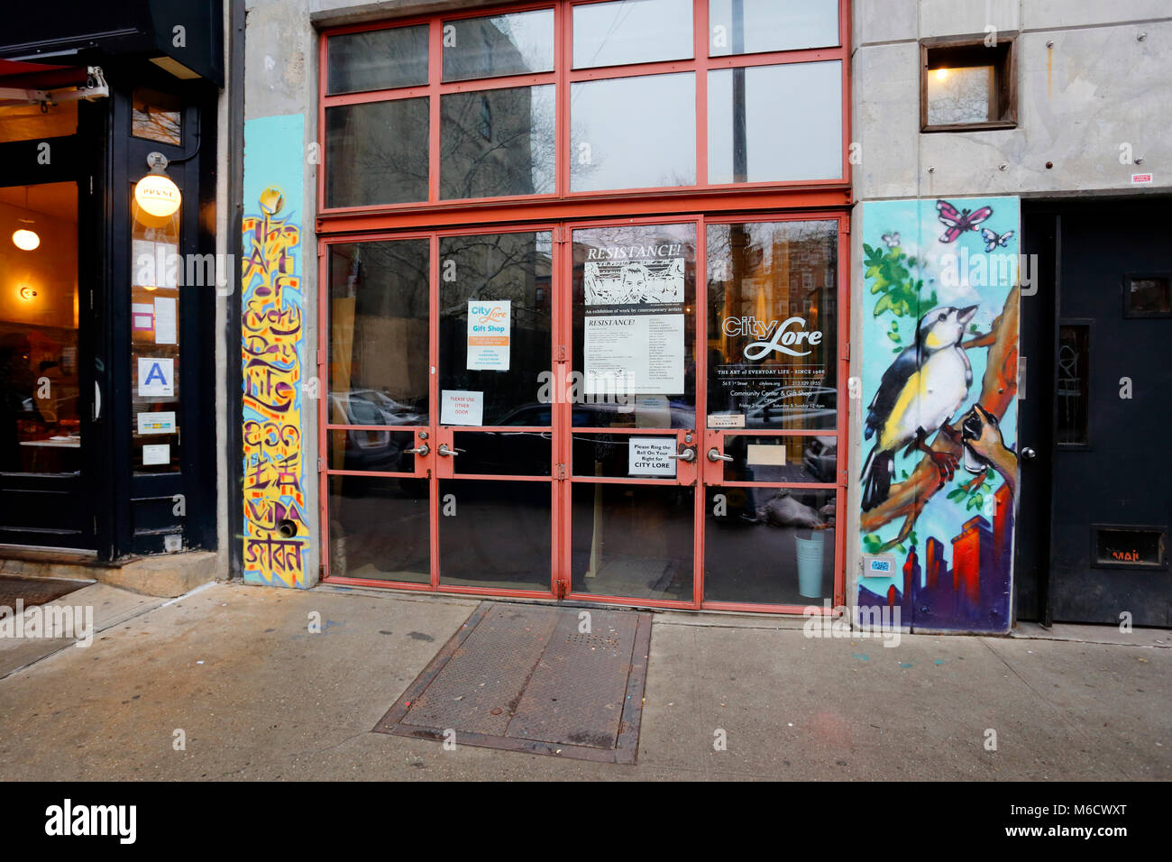 Stadt Lore Art Gallery, 56 E 1 St, New York, NY. Stockbild