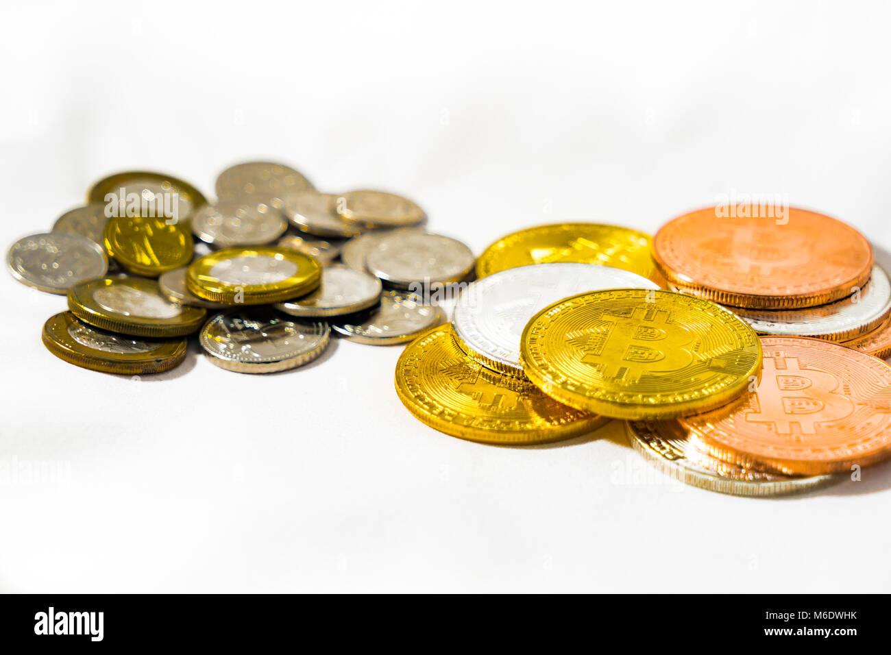 Singapur Dollar Münzen Und Bitcoin Cryptocurrency Münzen Auf Weißem