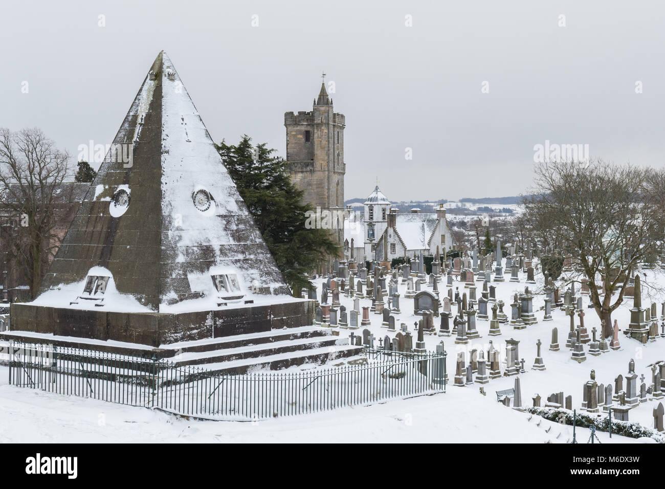 Stirling Altstadt Friedhof, Stern Pyramide, Kirche des Heiligen unhöflich und Cowanes Krankenhaus, Stirling, Stockbild