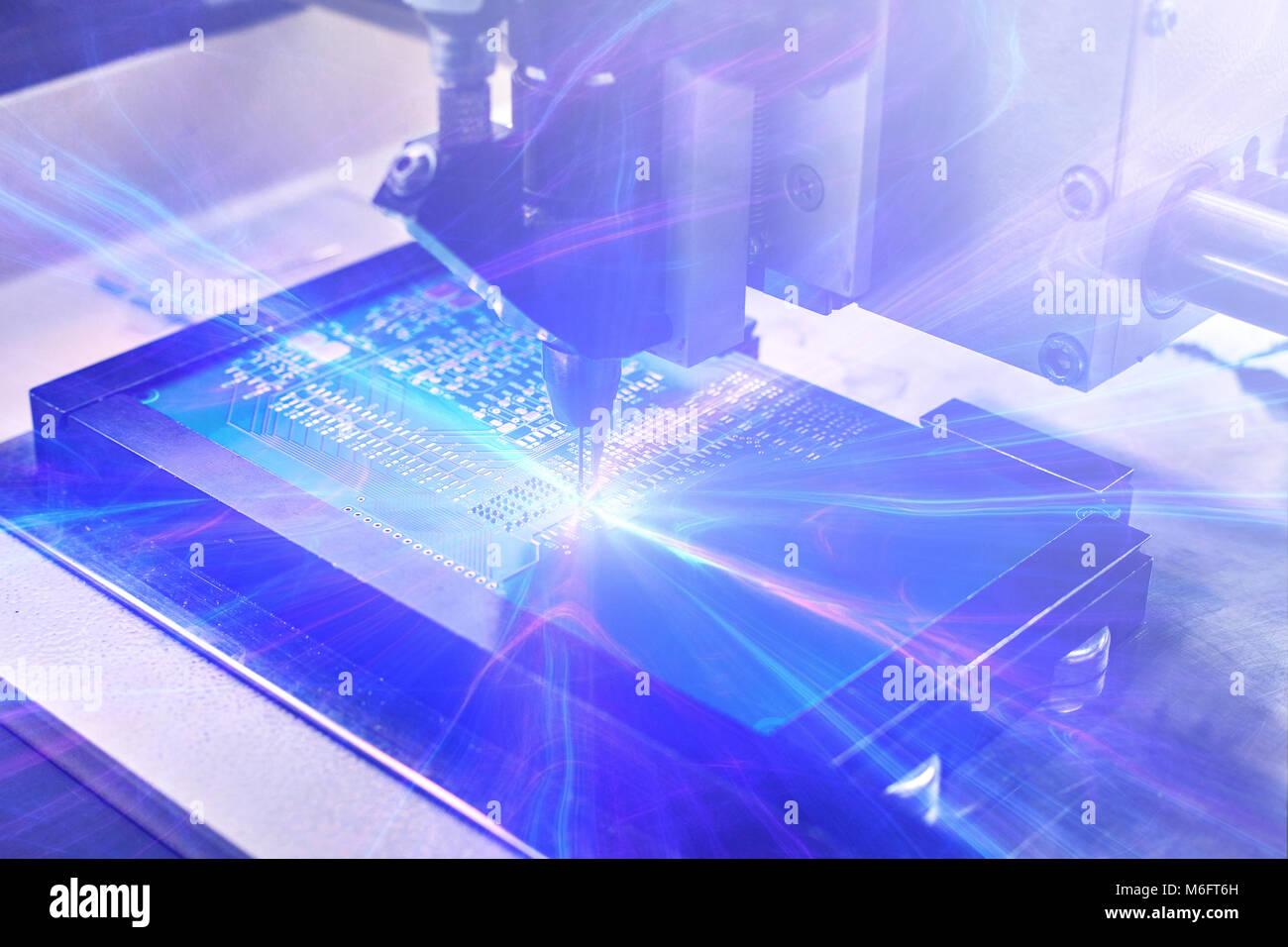 Das Konzept der Technologien der Zukunft. Computer Board mit visuellen Effekten in einem futuristischen Stil. Automatisierung Stockbild