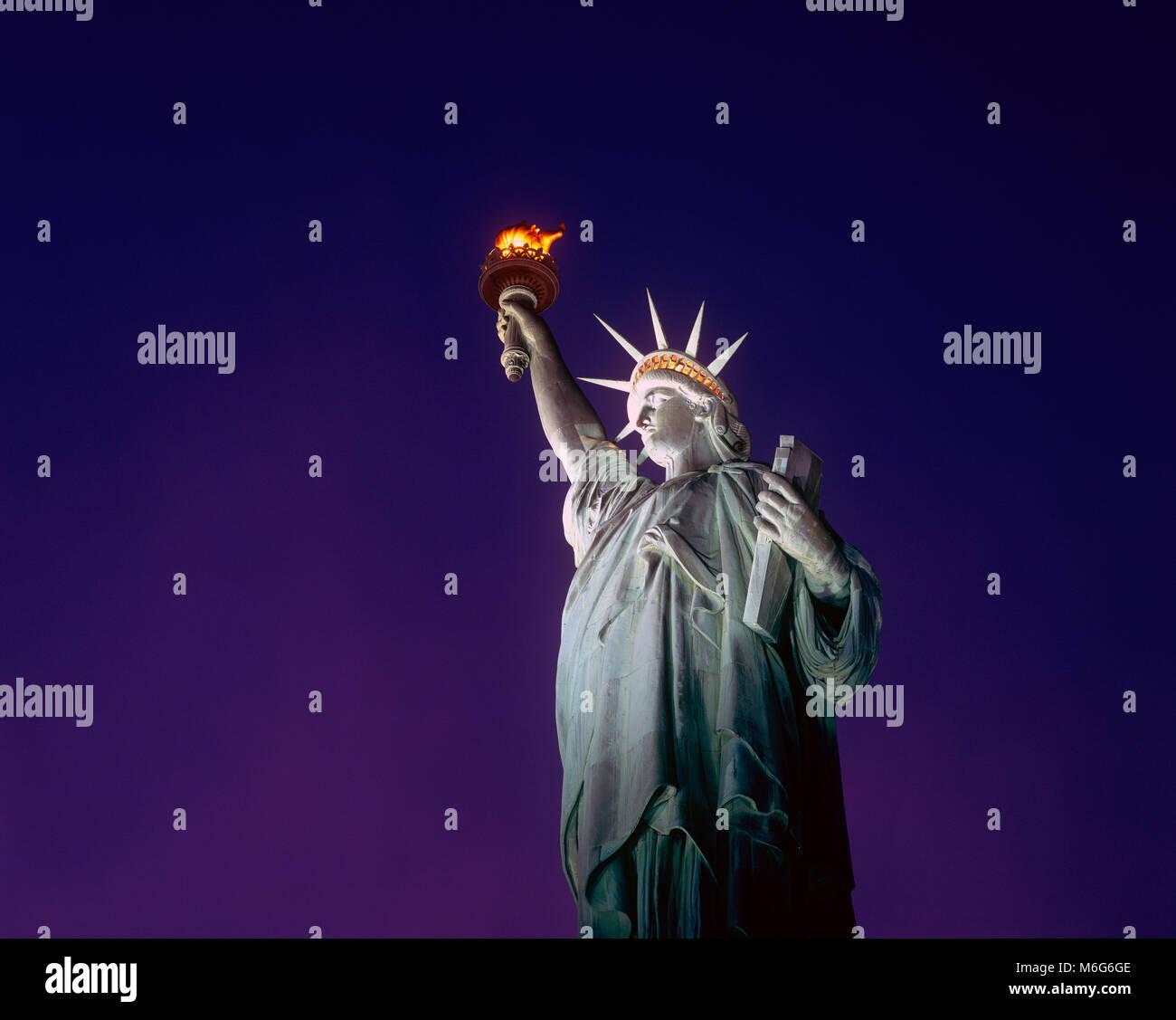 Freiheitsstatue bei Nacht, New York Stockfoto