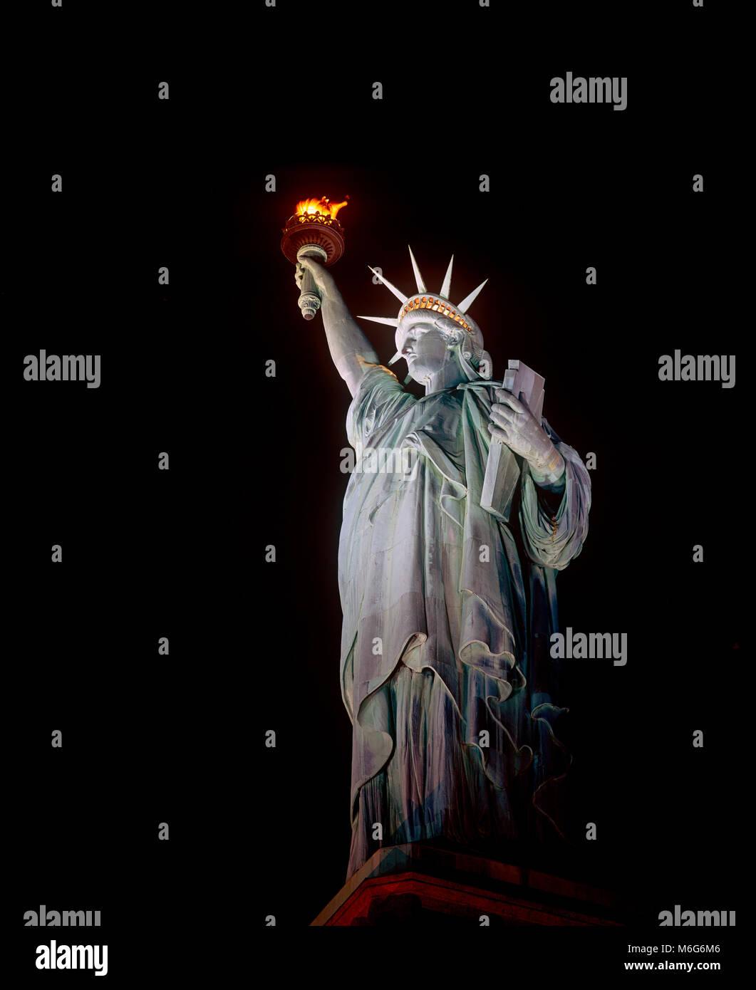 Freiheitsstatue bei Nacht, New York Stockbild