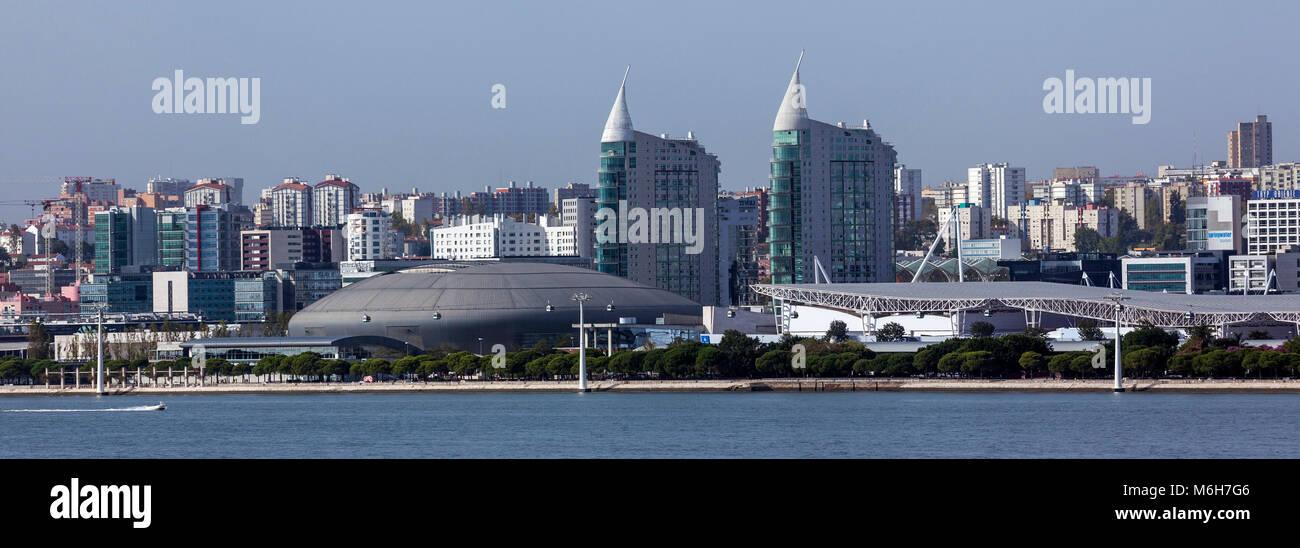 Panoramablick auf die modernen Gebäude der Park der Nationen, in Lissabon, Portugal. Stockbild