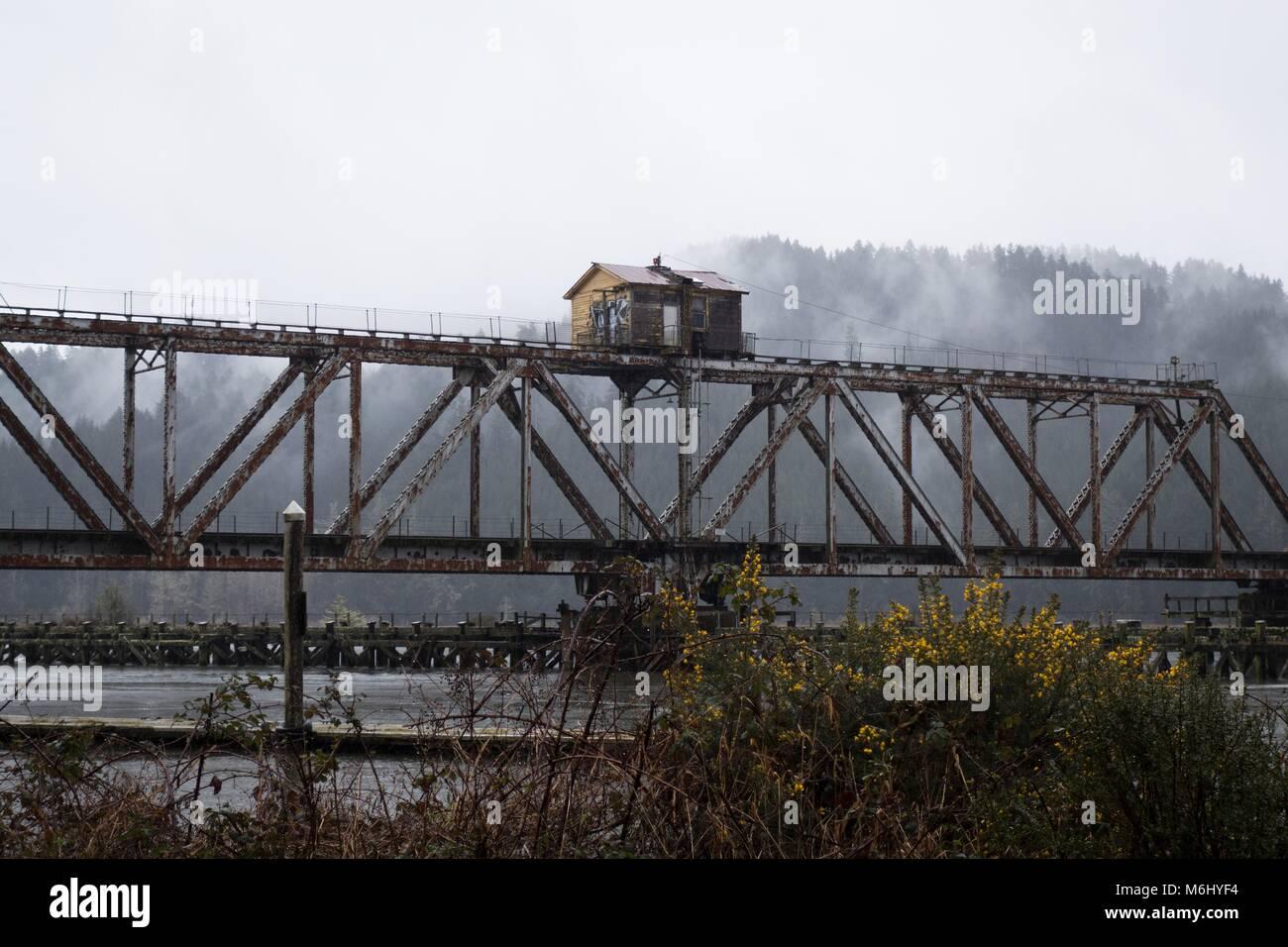 Die cushman Swing Eisenbahnbrücke in der Nähe von Florence, Oregon, USA. Stockbild