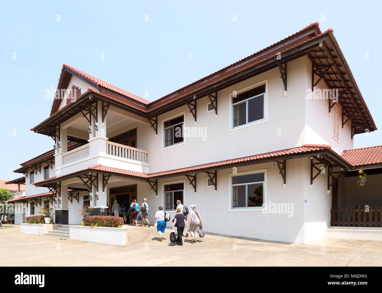 Kambodscha Hotel-Tour Gruppe bei der Ankunft im reaksmey Krong guesthouse, Kep, Kambodscha Asien Stockbild