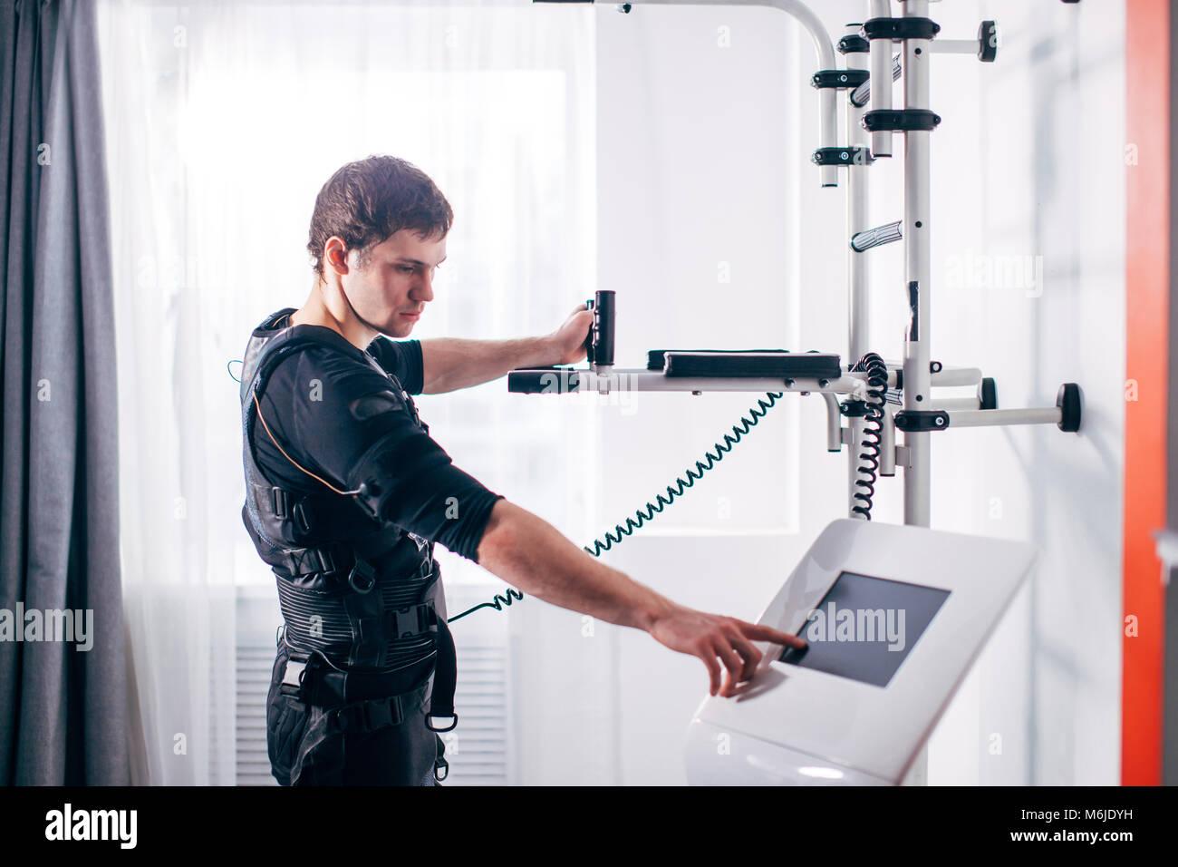 Athlet Regulierung der Intensität der Ems electro muskuläre ...