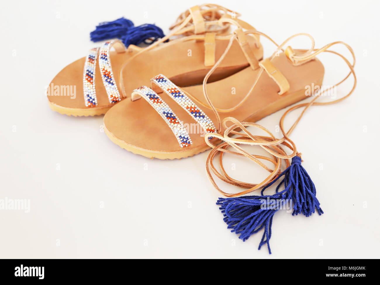 Böhmische griechische Sandalen aus Leder in blau und türkis