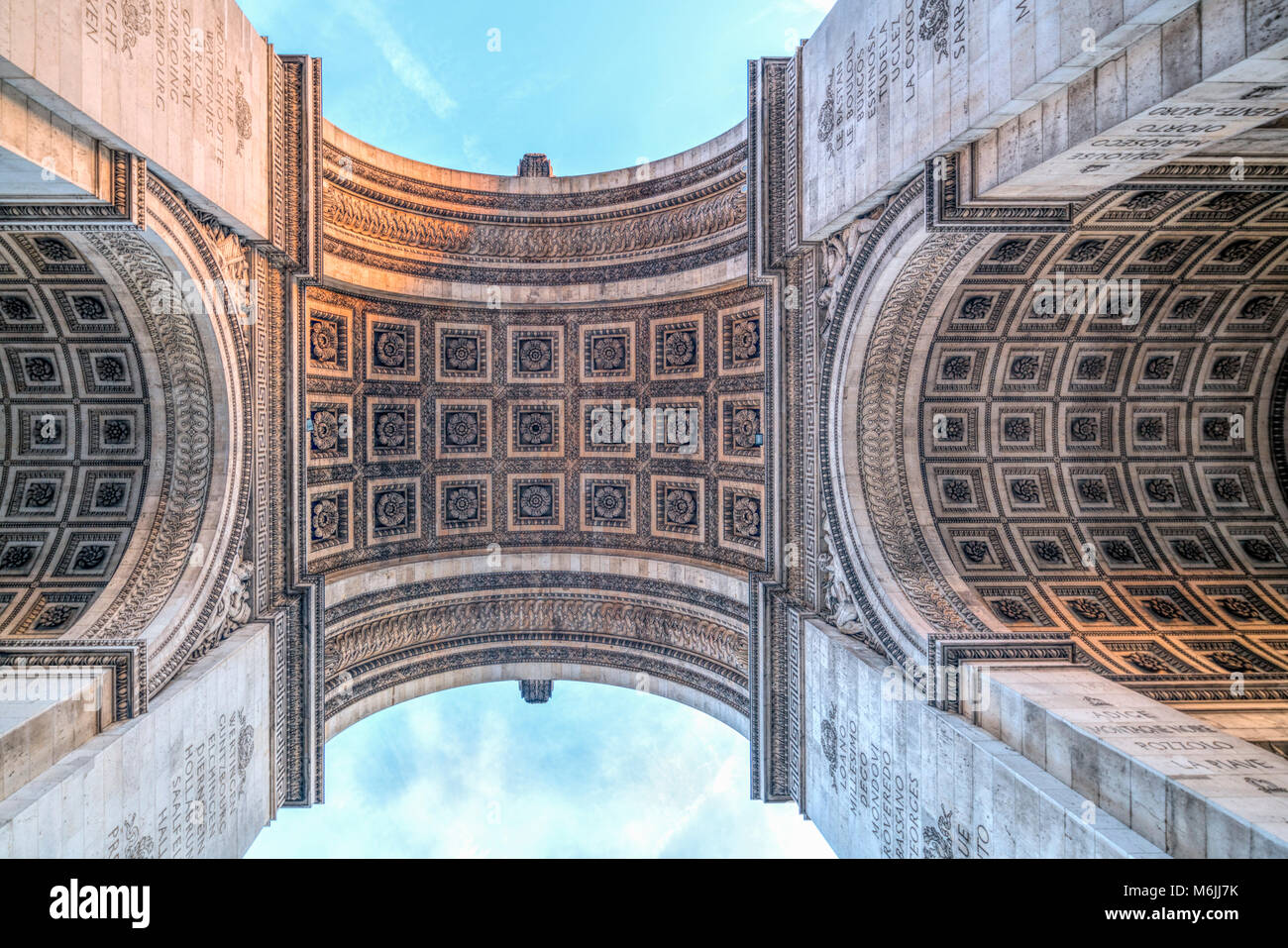 Arc de Triomphe de l'Étoile, Low Angle View, Paris, Frankreich. Stockbild